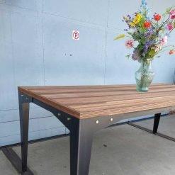Duurzame gerecyclede tafel Eindeloos met metalen onderstel